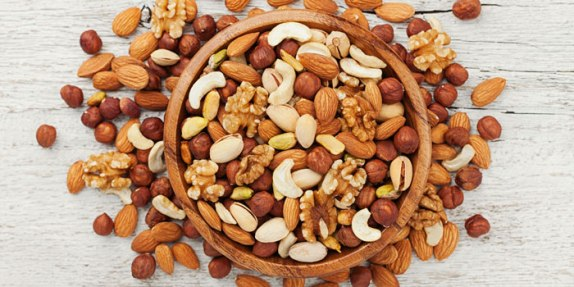 the-health-benefits-of-nuts-main-image-700-350